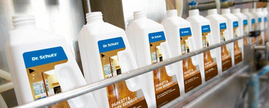Des produits Dr. Schutz sur une étagère.