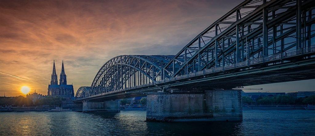 Une vue de la ville de Cologne et sa célèbre cathédrale.