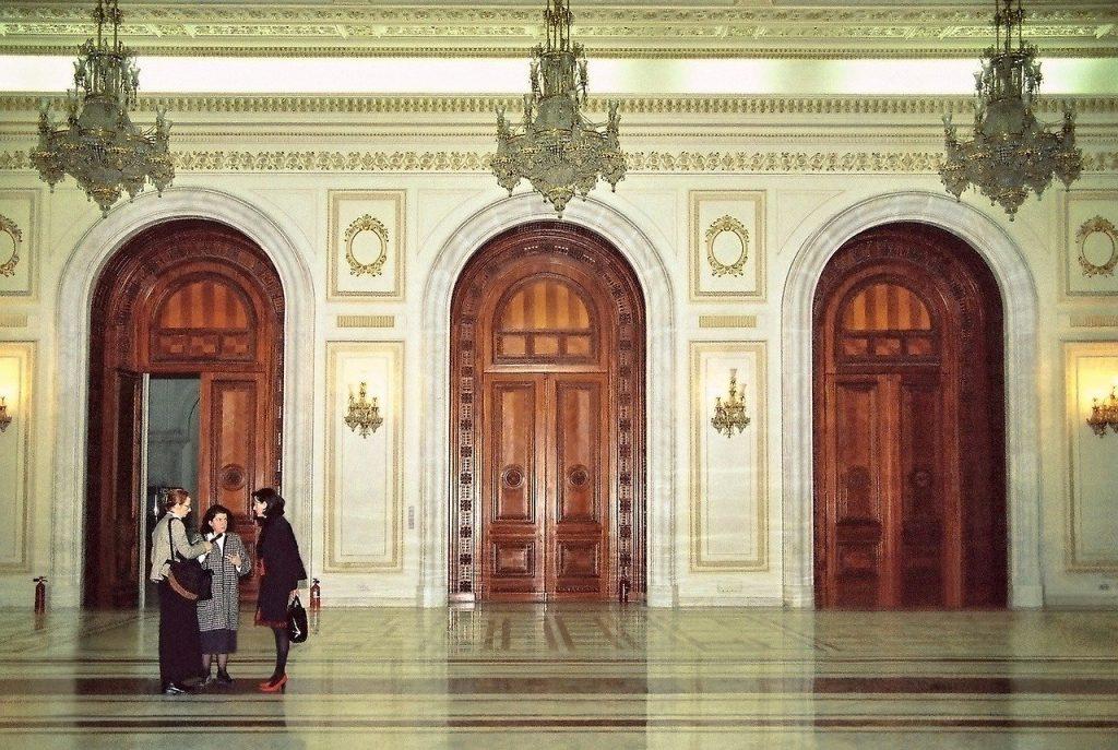 La salle d'accueil d'une mairie